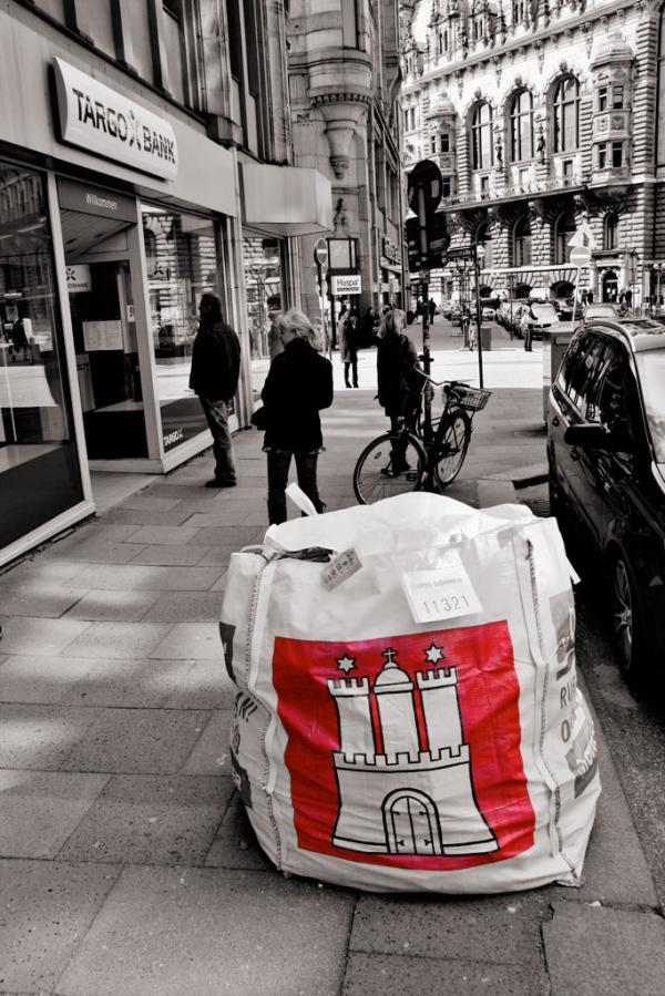 Hamburg: Stadtwappen auf dem Müll