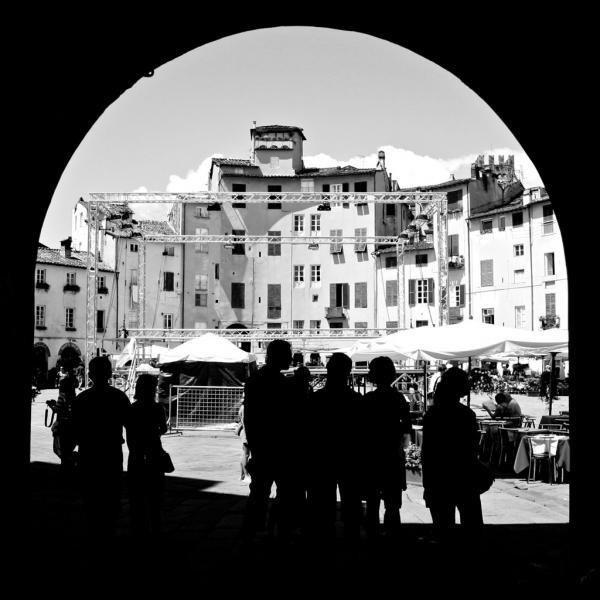 Durchs Tor nach Lucca