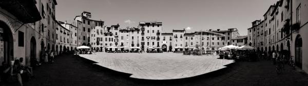 Piazza dell'anfiteatro in Lucca, Italien.