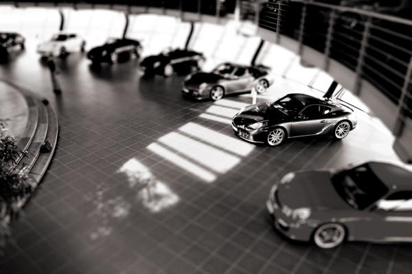 Porsche in der Vitrine
