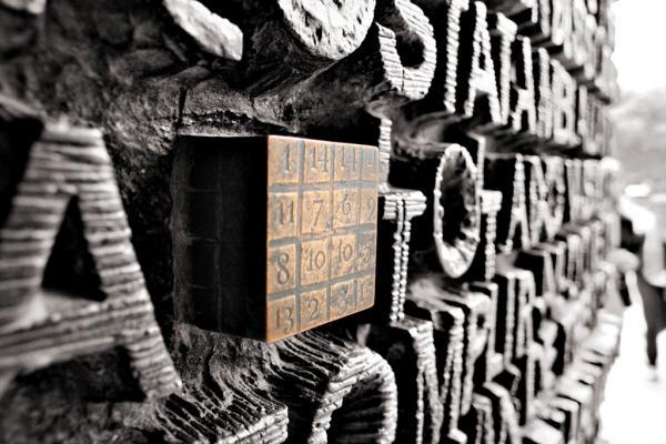 Magisches Quadrat an der Sagrada Familia